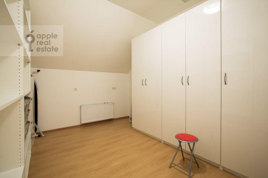 4-room apartment at Petrovskiy pereulok 5s9