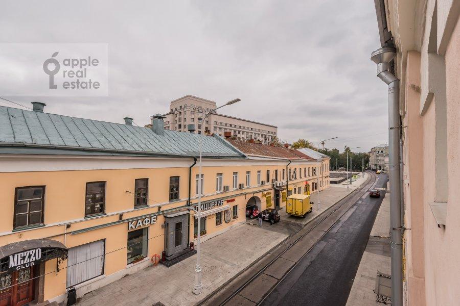 Вид из окна в 5-комнатной квартире по адресу Покровка ул. 14/2с1