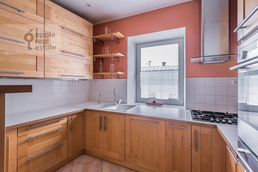 Кухня в 5-комнатной квартире по адресу Покровка ул. 14/2с1