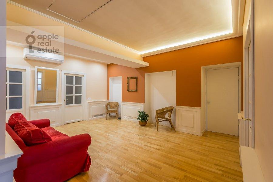 Гостиная в 5-комнатной квартире по адресу Покровка ул. 14/2с1