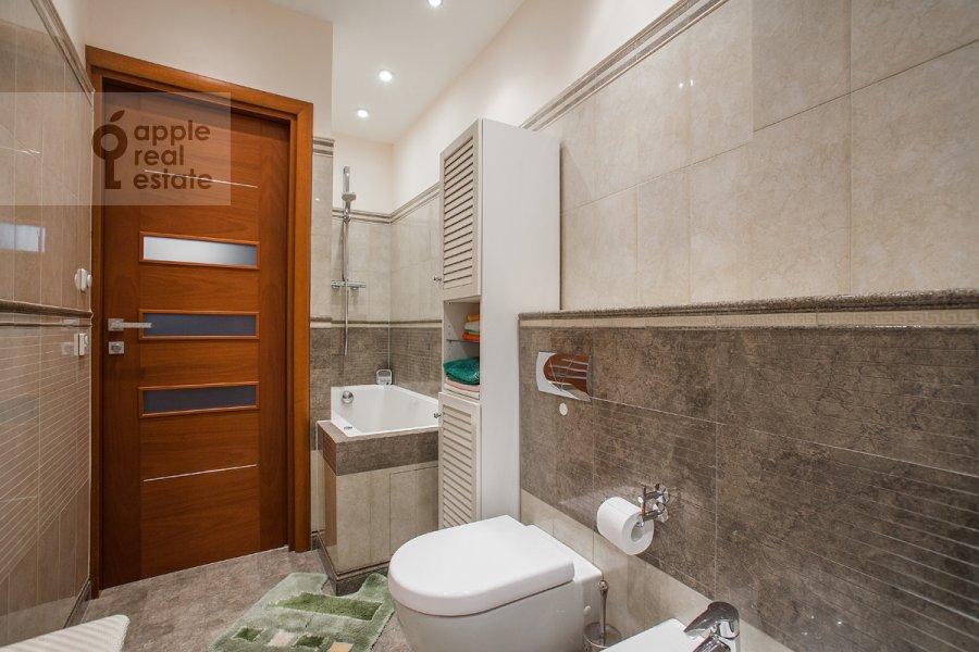 Bathroom of the 3-room apartment at Tverskaya ulitsa 27s2