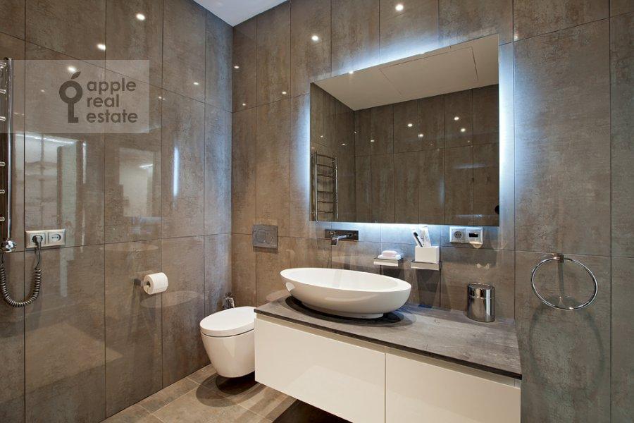 Bathroom of the 3-room apartment at Kazarmennyy per. 3