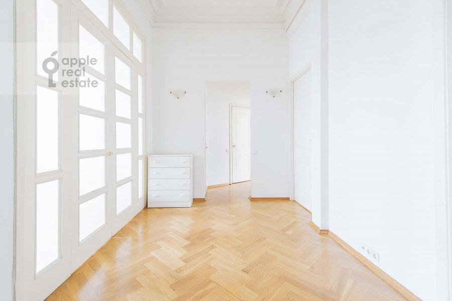 Corridor of the 4-room apartment at Znamenka ul. 13s1