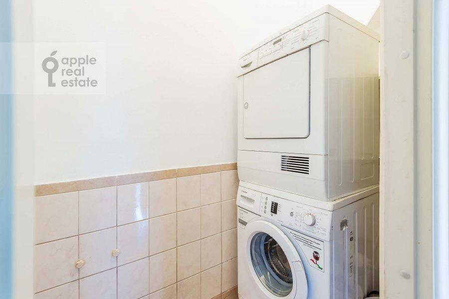 Walk-in closet / Laundry room / Storage room of the 4-room apartment at Znamenka ul. 13s1