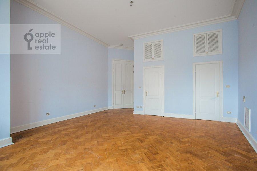 Спальня в 4-комнатной квартире по адресу Брюсов пер. 1Б