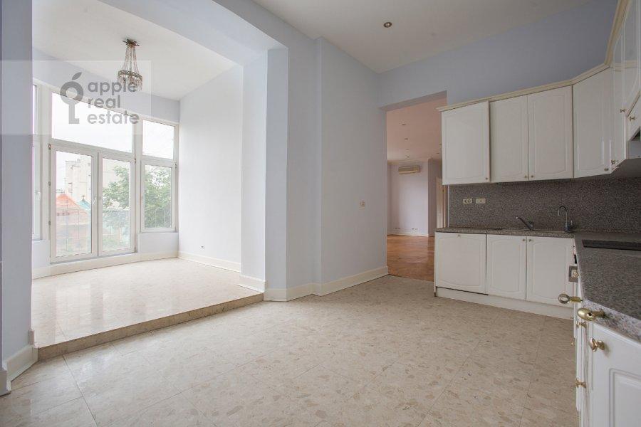 Кухня в 4-комнатной квартире по адресу Брюсов пер. 1Б