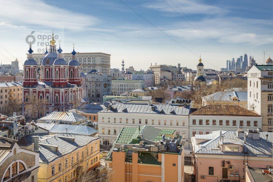 Вид из окна в 4-комнатной квартире по адресу Климентовский пер. 6