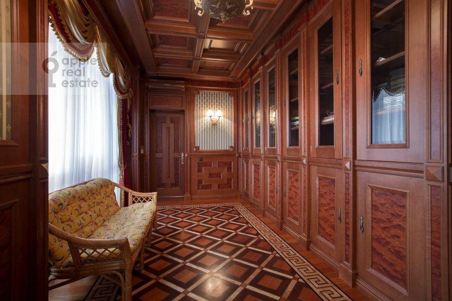 Corridor of the 6-room apartment at Aviatsionnaya ul. 79