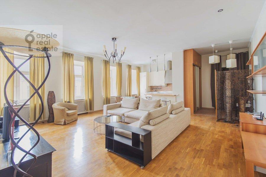 Гостиная в 3-комнатной квартире по адресу Петровка ул. 28с2