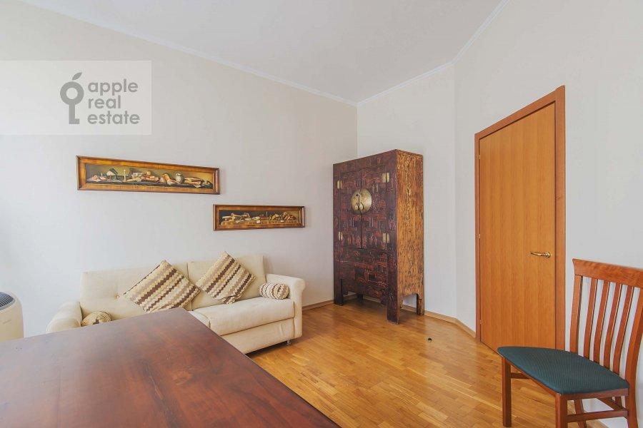 Спальня в 3-комнатной квартире по адресу Петровка ул. 28с2