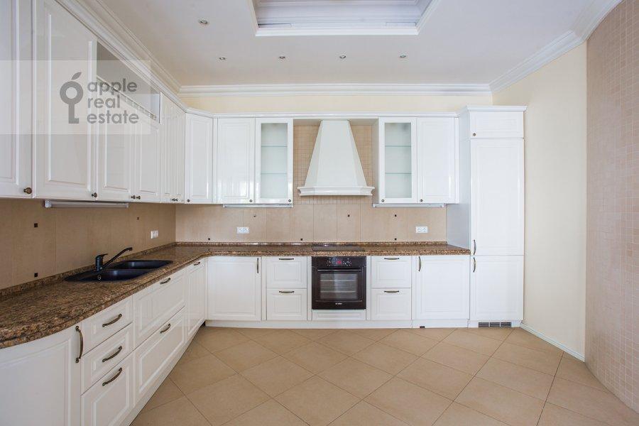 Kitchen of the 6-room apartment at Beregovaya ul. 4k5