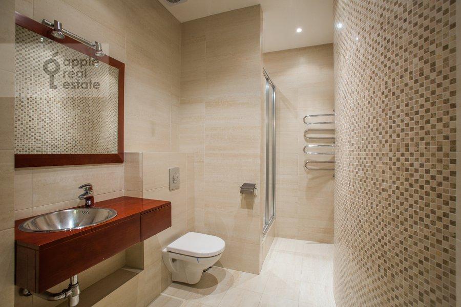 Bathroom of the 6-room apartment at Beregovaya ul. 4k5
