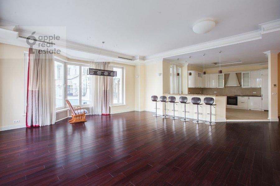 Living room of the 6-room apartment at Beregovaya ul. 4k5