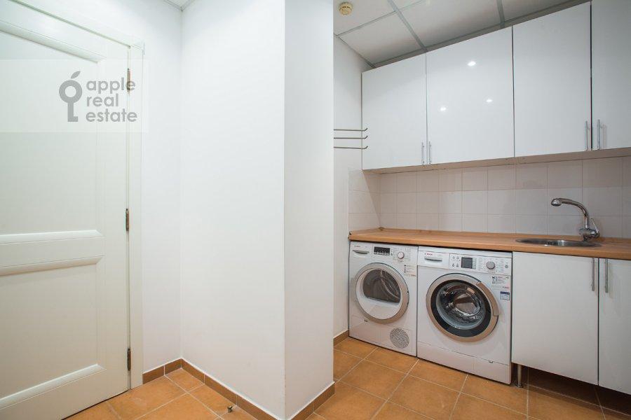 Walk-in closet / Laundry room / Storage room of the 6-room apartment at Beregovaya ul. 4k5