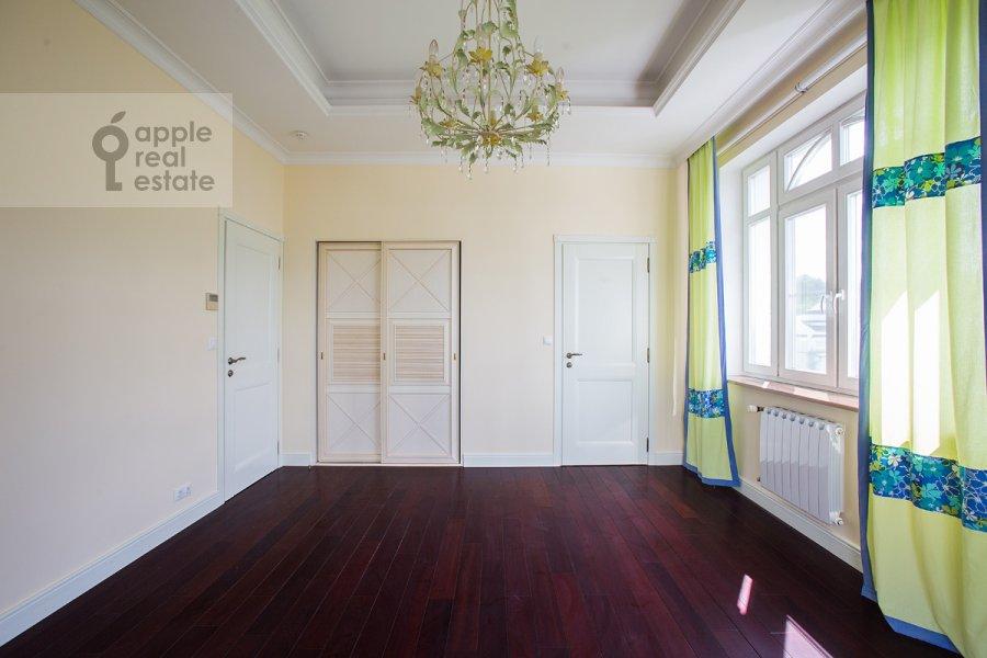Bedroom of the 6-room apartment at Beregovaya ul. 4k5