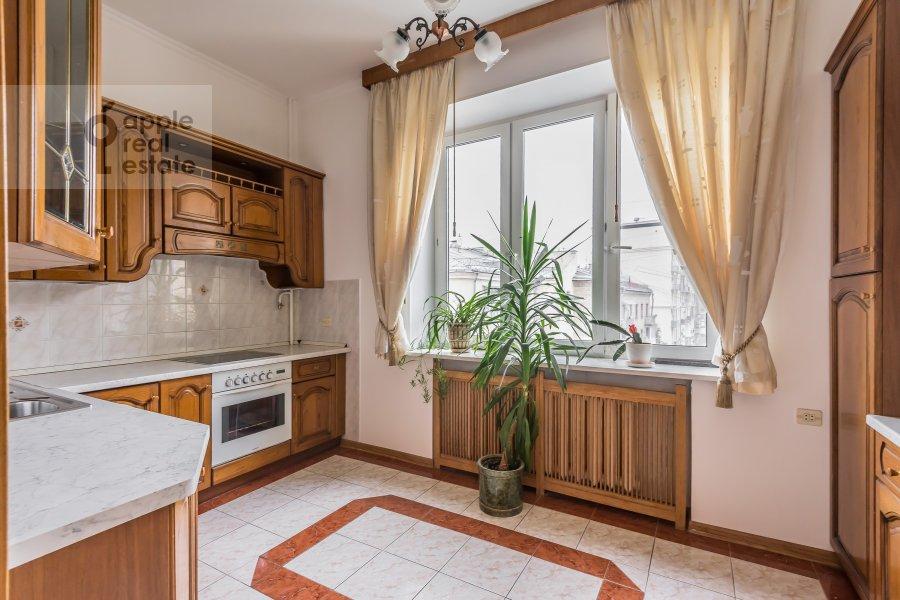 Кухня в 4-комнатной квартире по адресу Бронная Малая ул. 38