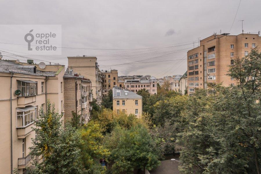Вид из окна в 4-комнатной квартире по адресу Бронная Малая ул. 38