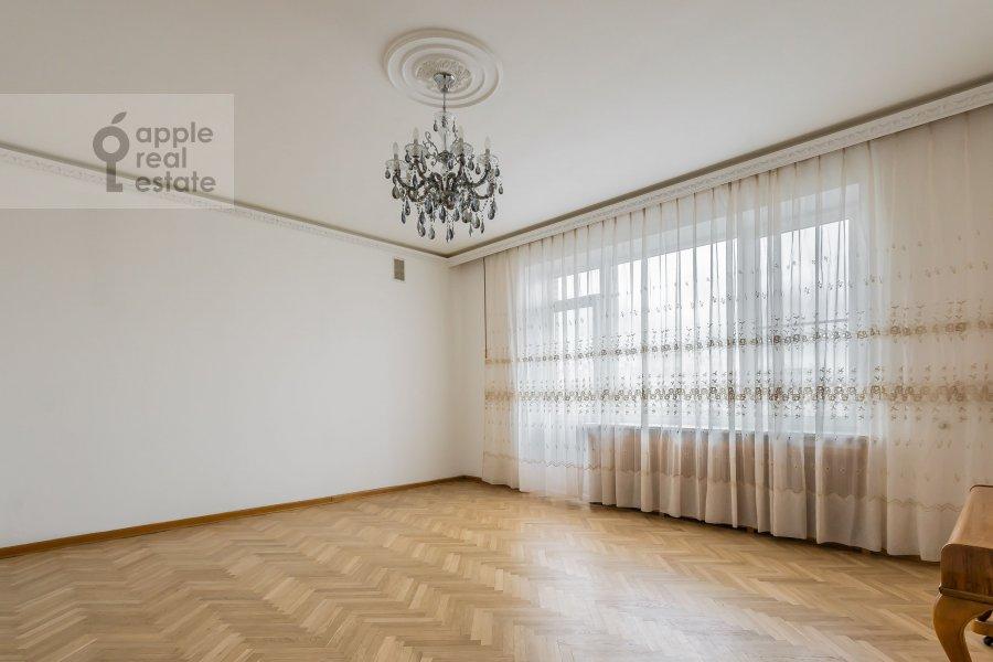Гостиная в 4-комнатной квартире по адресу Бронная Малая ул. 38