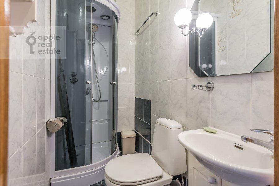 Санузел в 4-комнатной квартире по адресу Бронная Малая ул. 38