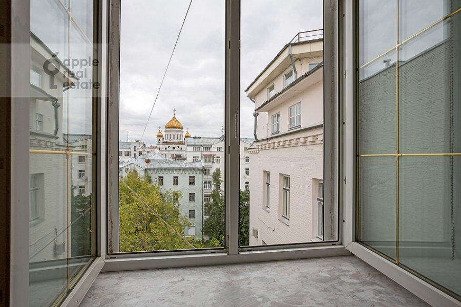 Вид из окна в 3-комнатной квартире по адресу Карманицкий пер. 3c1