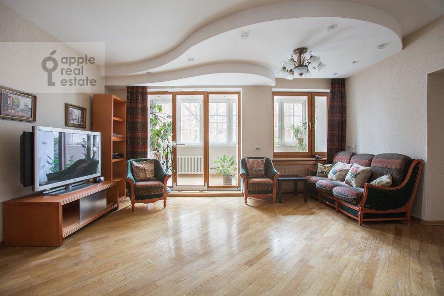 Living room of the 3-room apartment at Vlas'evskiy Malyy per. 3k1