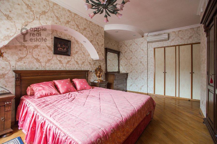 Bedroom of the 3-room apartment at Vlas'evskiy Malyy per. 3k1