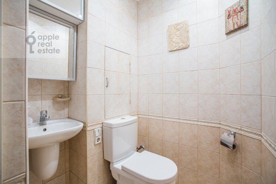 Bathroom of the 3-room apartment at Vlas'evskiy Malyy per. 3k1