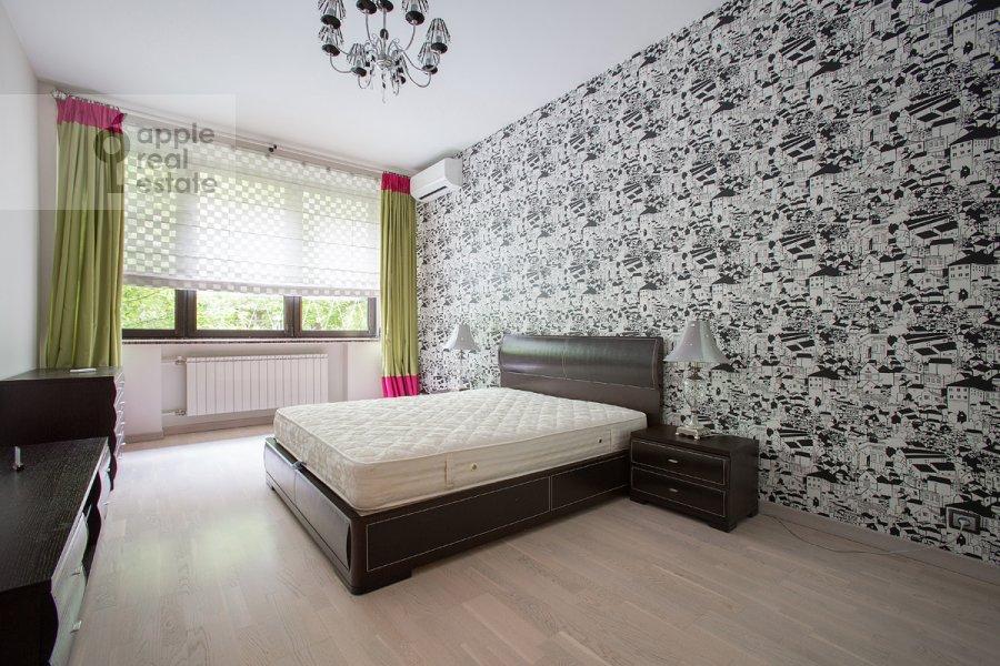 Спальня в 3-комнатной квартире по адресу Спиридоньевский пер. 6