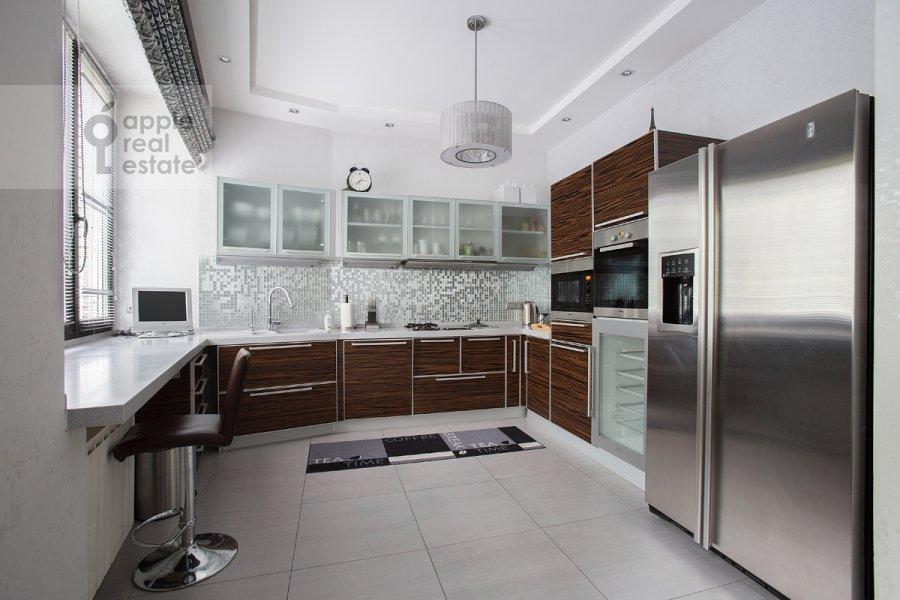Кухня в 3-комнатной квартире по адресу Спиридоньевский пер. 6