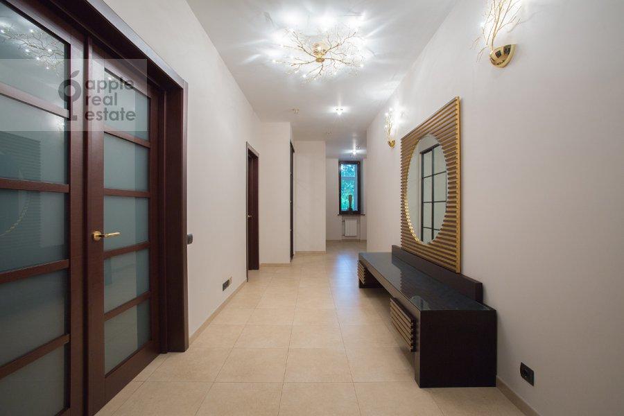Коридор в 3-комнатной квартире по адресу Спиридоньевский пер. 6