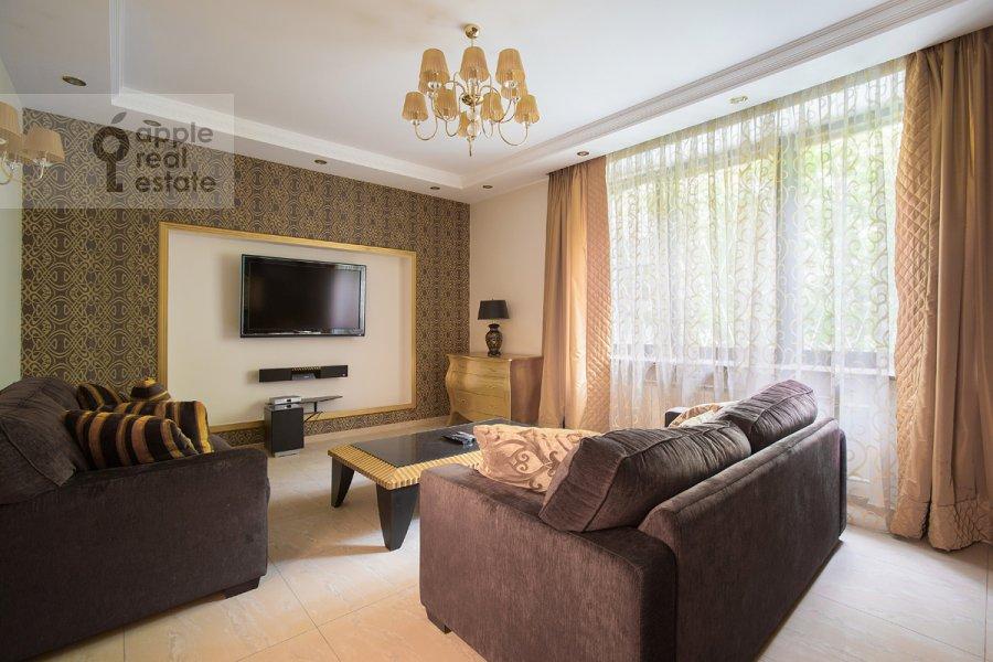Гостиная в 3-комнатной квартире по адресу Спиридоньевский пер. 6