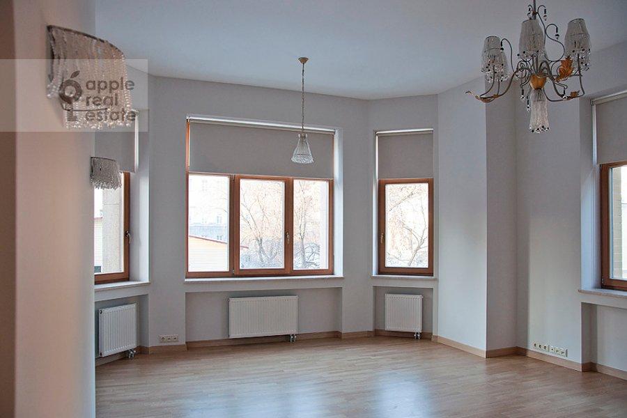 Гостиная в 4-комнатной квартире по адресу Колымажный пер. 10