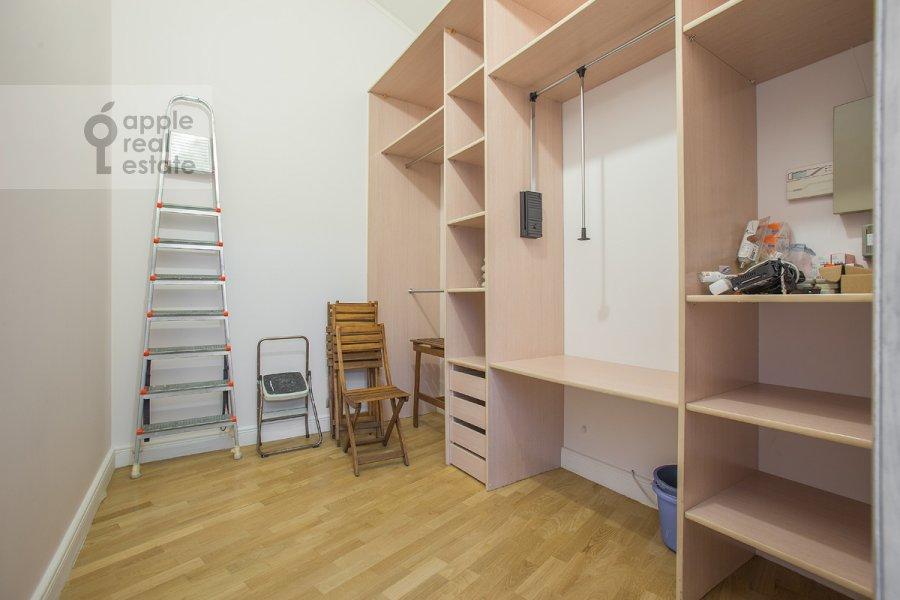 Гардеробная комната / Постирочная комната / Кладовая комната в 5-комнатной квартире по адресу Ермолаевский переулок 4