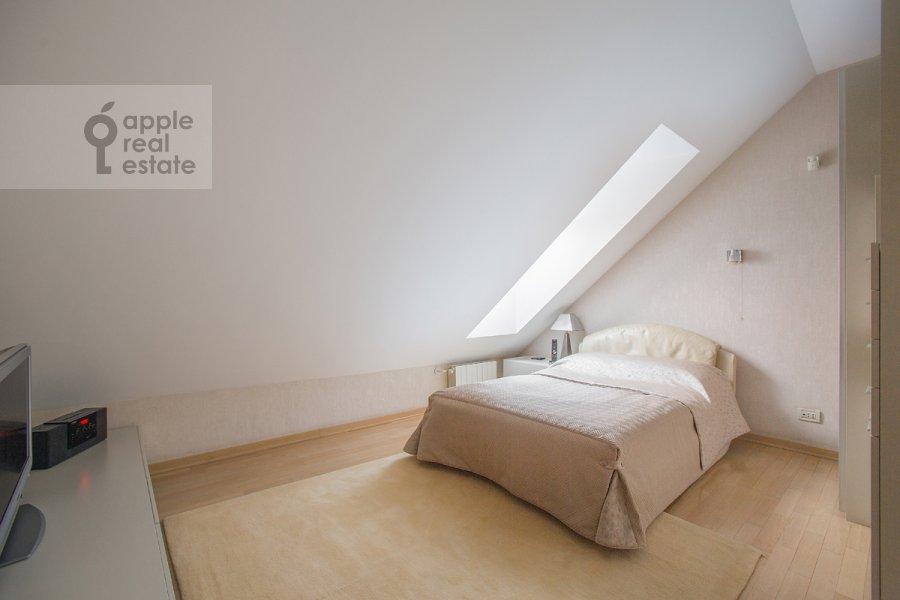 Bedroom of the 4-room apartment at Denezhnyy pereulok 14/3