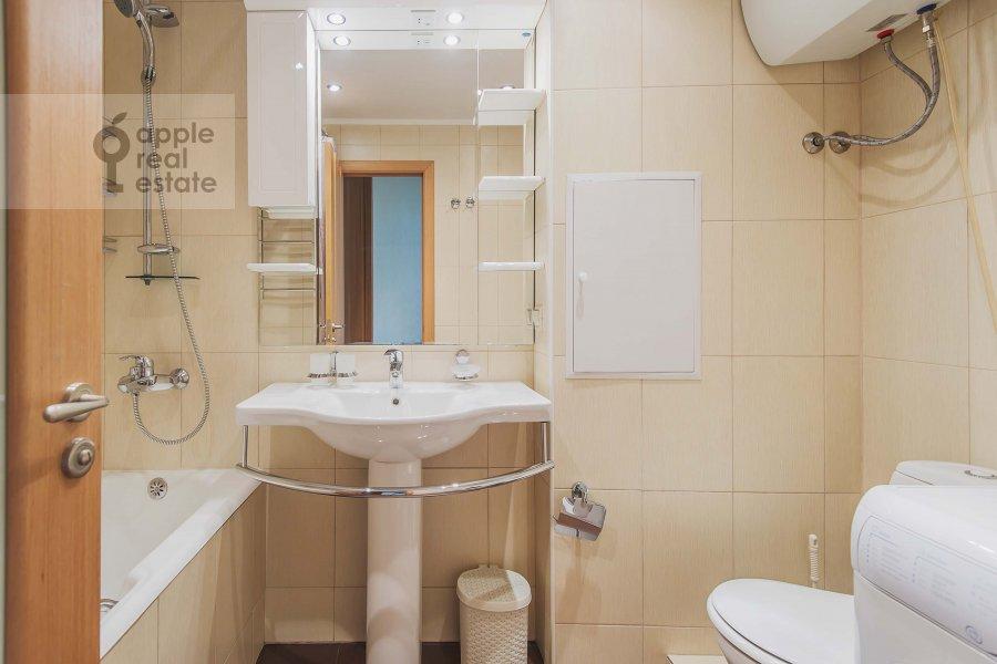 Bathroom of the 3-room apartment at B. Afanas'evskiy per. 35/37