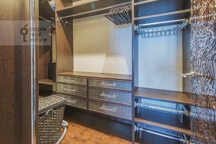 Walk-in closet / Laundry room / Storage room of the 4-room apartment at Sosnovaya alleya 1
