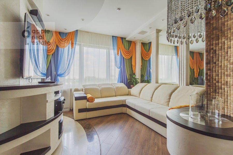 Living room of the 4-room apartment at Sosnovaya alleya 1