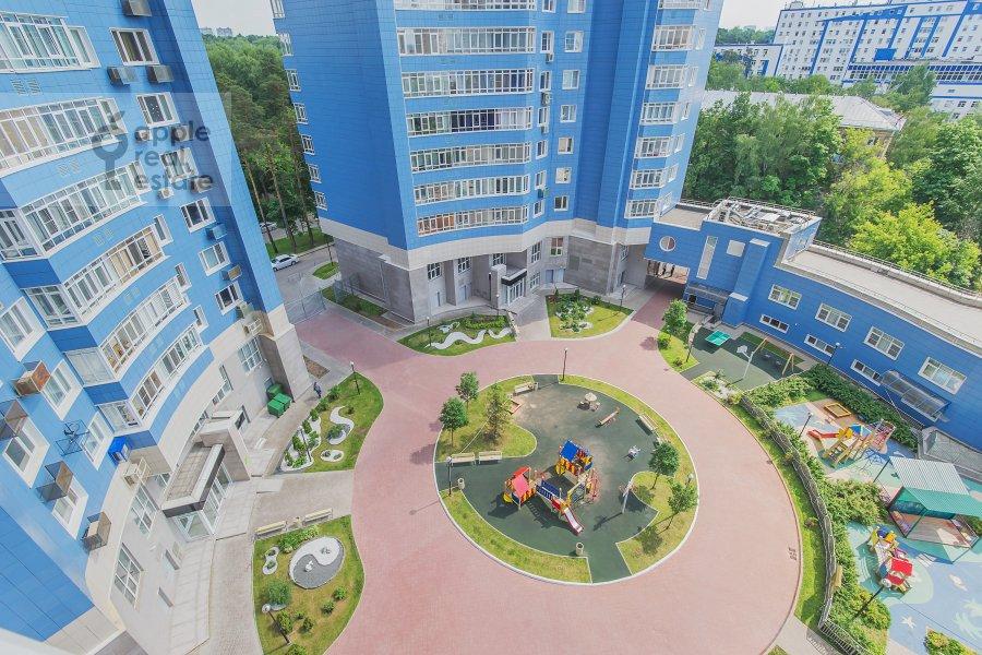 Вид из окна в 4-комнатной квартире по адресу Сосновая аллея 1
