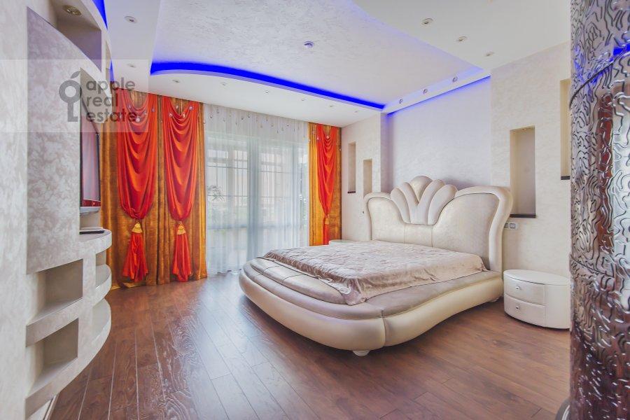 Bedroom of the 4-room apartment at Sosnovaya alleya 1