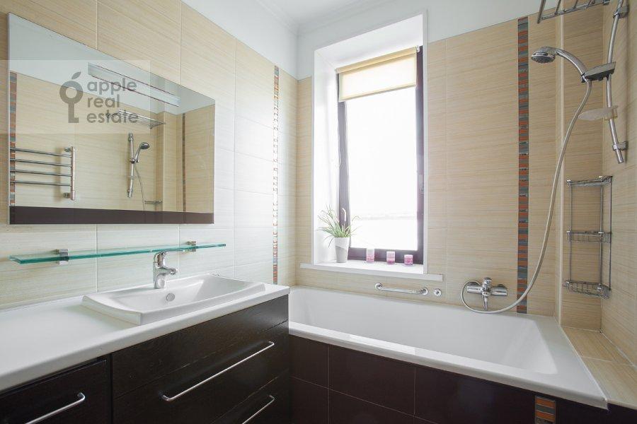 Санузел в 3-комнатной квартире по адресу Златоустинский Большой пер. 3Ас2