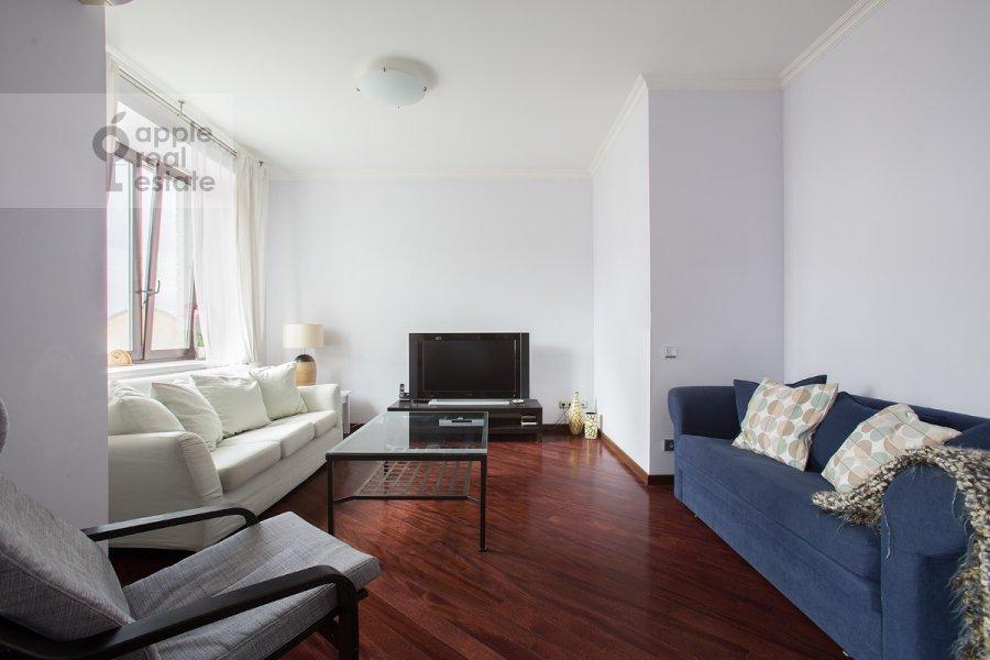 Гостиная в 3-комнатной квартире по адресу Златоустинский Большой пер. 3Ас2