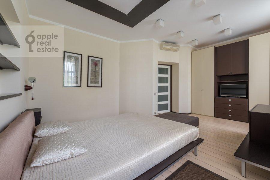 Спальня в 3-комнатной квартире по адресу Пионерская Большая ул. 20