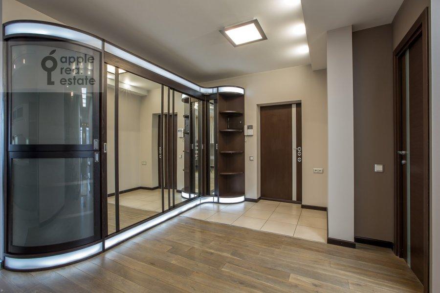 Corridor of the 4-room apartment at Samotechnaya ul. 5