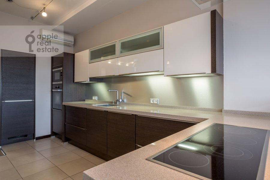 Kitchen of the 4-room apartment at Samotechnaya ul. 5
