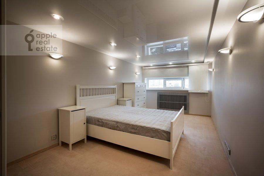 Bedroom of the 4-room apartment at Samotechnaya ul. 5