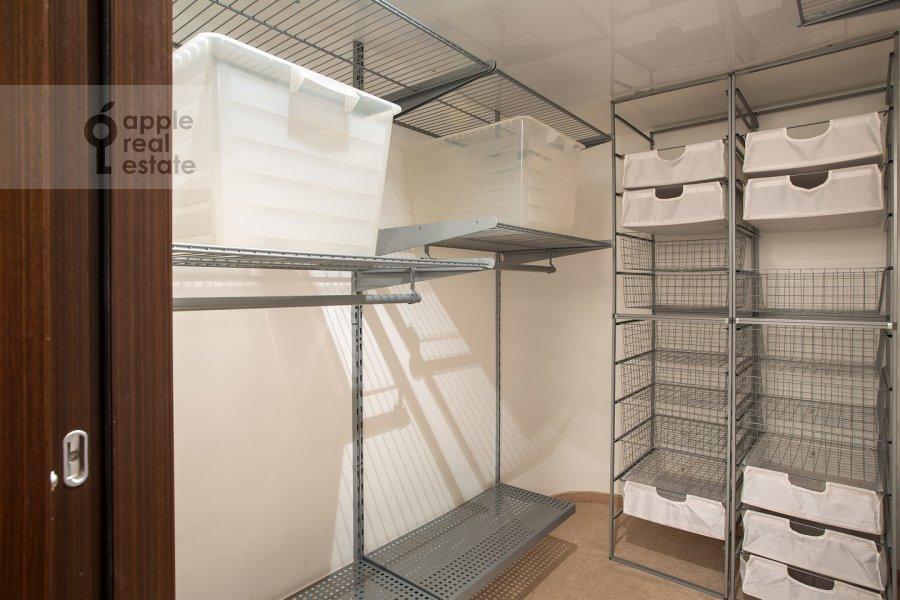 Walk-in closet / Laundry room / Storage room of the 4-room apartment at Samotechnaya ul. 5