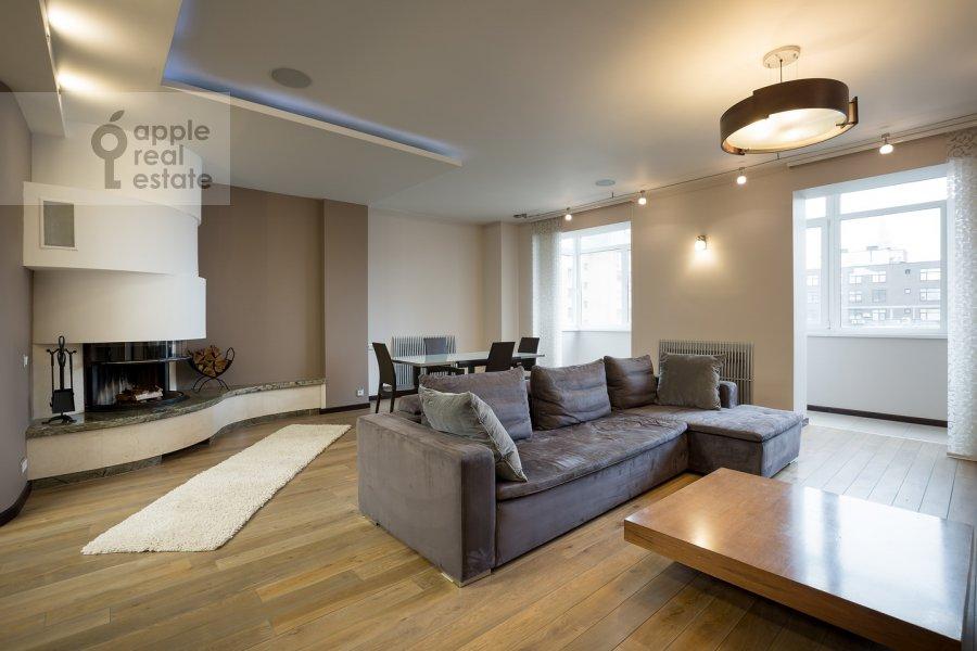 Living room of the 4-room apartment at Samotechnaya ul. 5