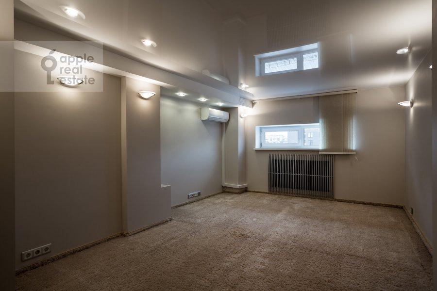 Children's room / Cabinet of the 4-room apartment at Samotechnaya ul. 5