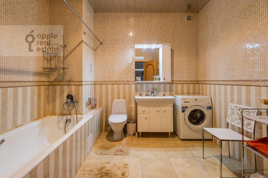 Bathroom of the 3-room apartment at Yablochkova ul. 16
