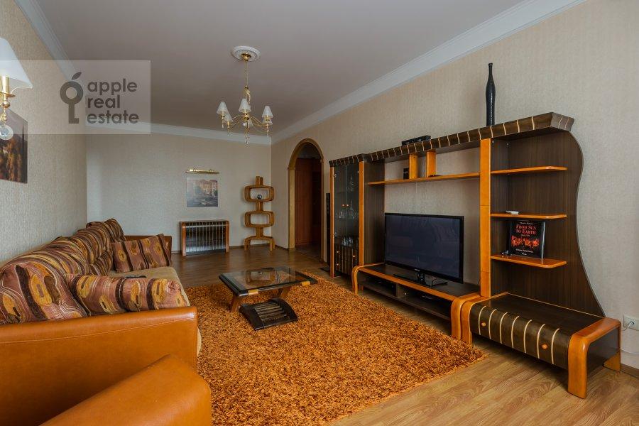 Living room of the 3-room apartment at Yablochkova ul. 16